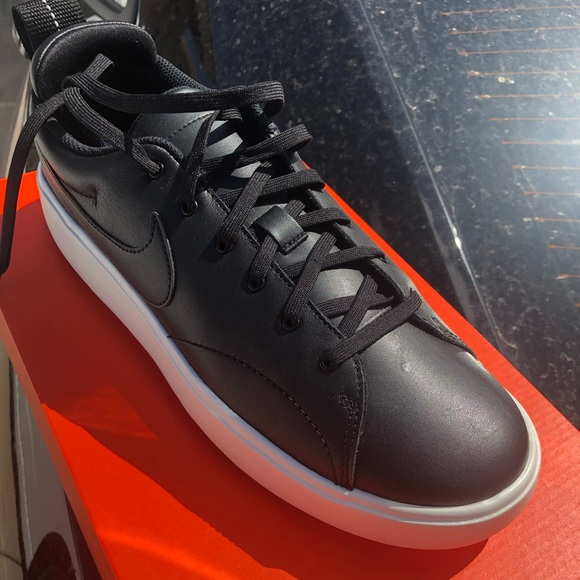 nike course classic spikeless golf shoes